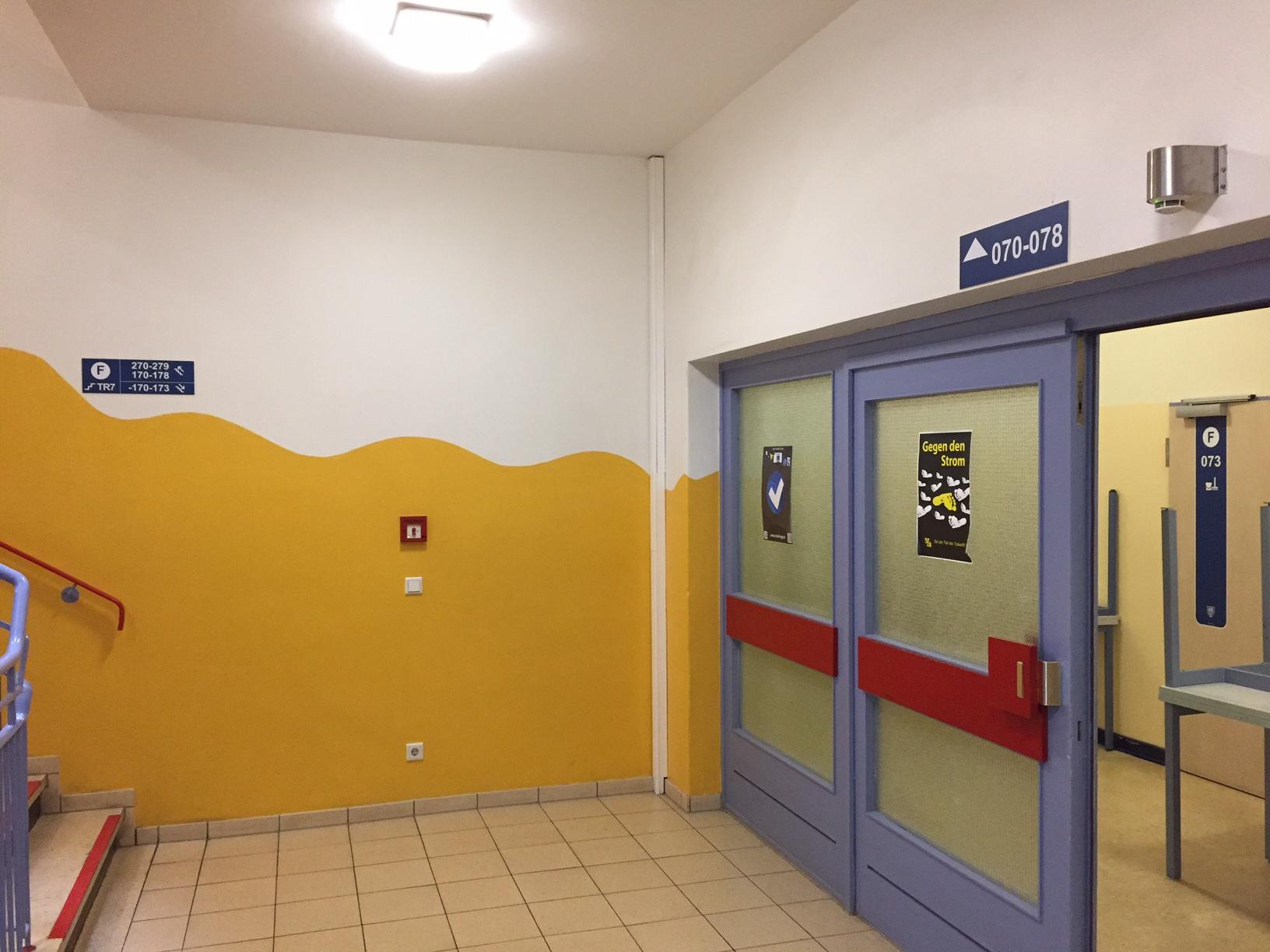 Oberlichter sind ein Bestandteil des Farbleitsystems zur besseren Orientierung an Schulen.