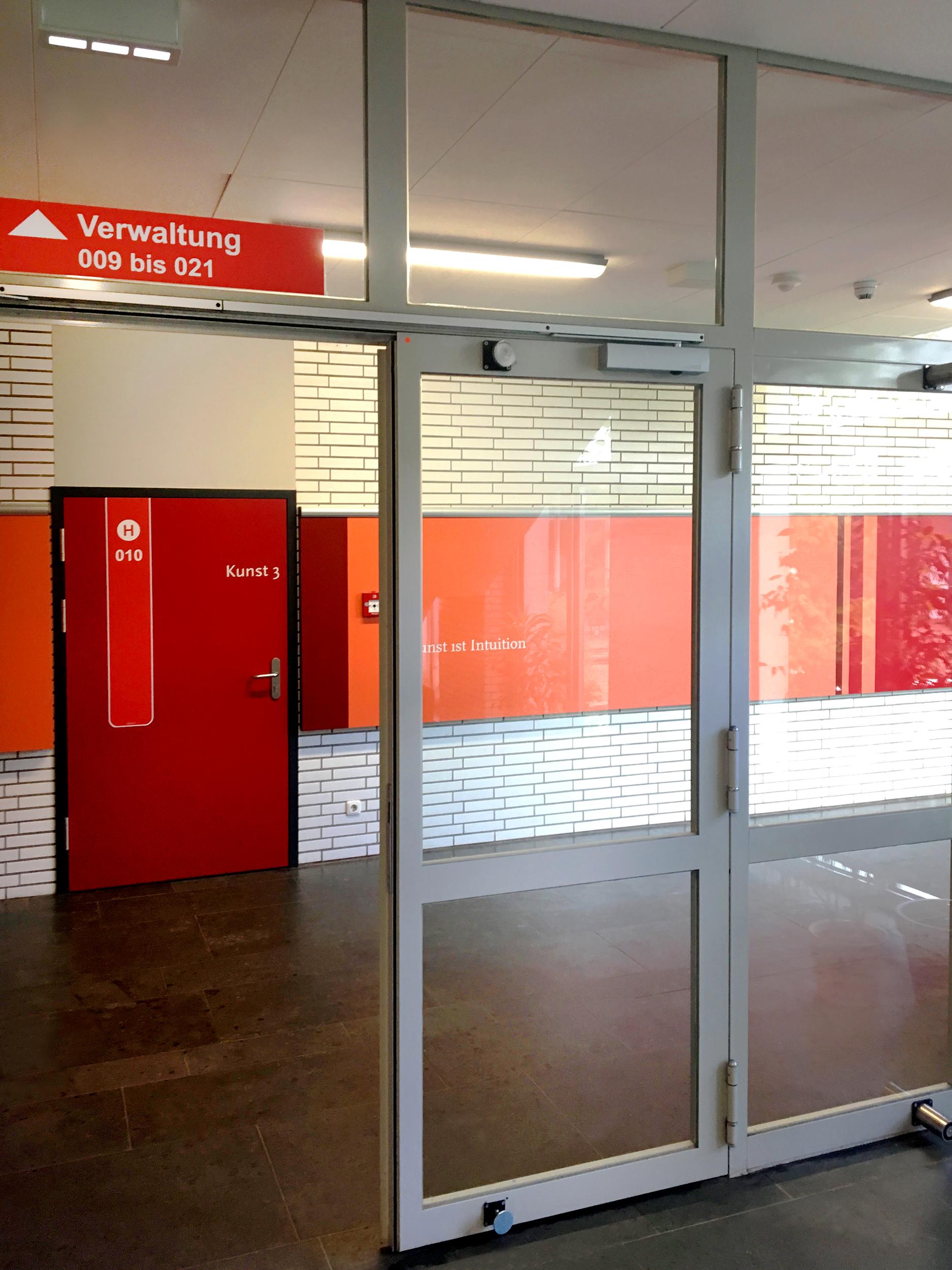 Türmarker in der Immanuel-Kant-Schule im roten Bereich. Oberlichter sichtbar.
